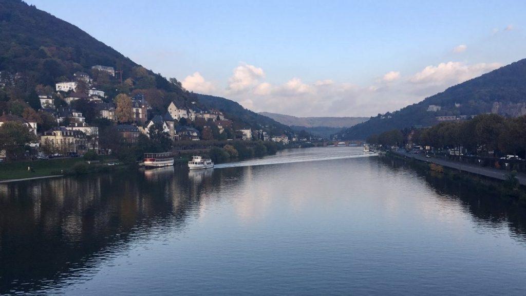 Blick auf den Heidelberg Neckar in der Abenddämmerung